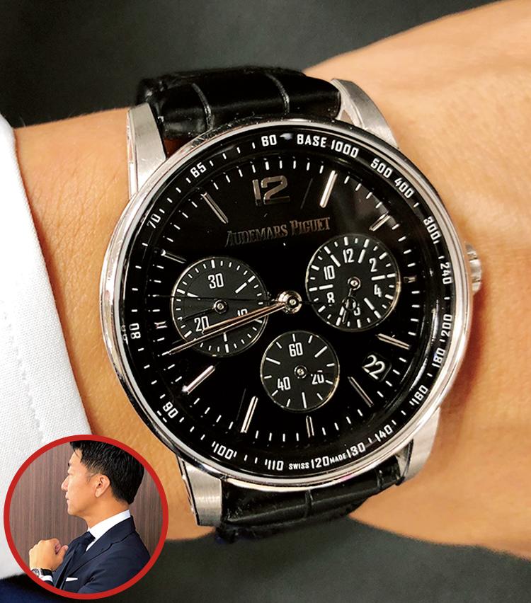 <p><strong>金融業界 会社員 H.Kさんの愛用時計<br /> Brand…オーデマ ピゲ Model…CODE 11.59 バイ オーデマ ピゲ・クロノグラフ</strong><br /> 「この時計の名前の由来、そして風防内側、文字盤側の面がドーム型で光の加減により表情を変える、美しく上品な佇まいが好きです。仕事では濃紺スーツ、ブルーシャツに、オフではクラシックなジャケパンに合わせています」</p>