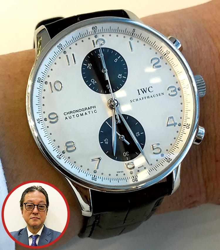 <p><strong>BMWジャパン ナショナルセールスマネージャー 澤井 俊治さんの愛用時計<br /> Brand…IWC Model…ポルトギーゼ</strong><br /> 「この時計は20年くらい前に購入したのですが、実は空き巣に入られ盗難にあったため、改めて買い直したという思い出が。デザインがシンプルなのに割と存在感があるので、時折、ふと取り出しては着用しています」</p>