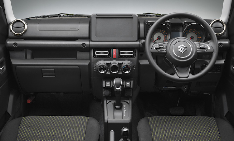 <p>オフロードなどでの運転しやすさにこだわったデザインに仕立てられている。スイッチなどは、光の反射を抑え、傷の目立たない素材が選ばれている。</p>