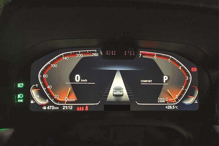 <p><b>条件指定でOKとなるハンズフリーの運転</b><br /> レベル2と呼ばれている条件付きの自動運転をより便利に使えるように進化させるブランドも多い。例えばBMWは高速道路での渋滞時限定で、ステアリングから手を離せる「ハンズオフ機能」を採用。一部車種に導入している。</p>