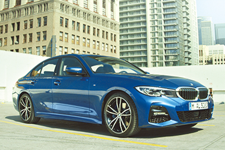 <p><b>BMWの最新技術を定番車種に先行採用<br /> <br />BMW 3シリーズ<br />BMW 3 SERIES</b><br />高速道路でのハンズオフ機能を最初に採用した最新型3シリーズ。盤石な人気モデルに次世代の技術を加え、オススメ度も非常に高い。461万円〜。(BMWカスタマー・インタラクション・センター)</p>