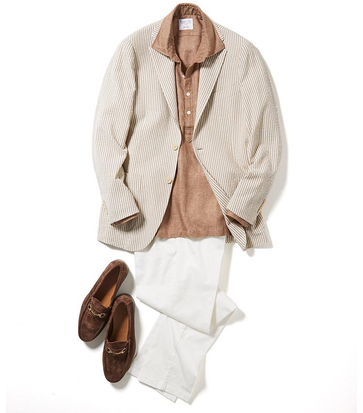 <p>夏のジャケットスタイルも素材次第で涼しさがキープできる。こちらのジャケットもシアサッカー生地で軽快な仕立てに。細ピッチのストライプゆえに遠めには目立たず、シャツの色みと近づけることで、全体を馴染ませた。また、白パンツで見た目にも爽やかさを添えた。<br /> <small>ジャケット4万8000円/ビームスF、パンツ2万3000円/ジェルマーノ、靴3万4000円/イルモカシーノ</small></p>