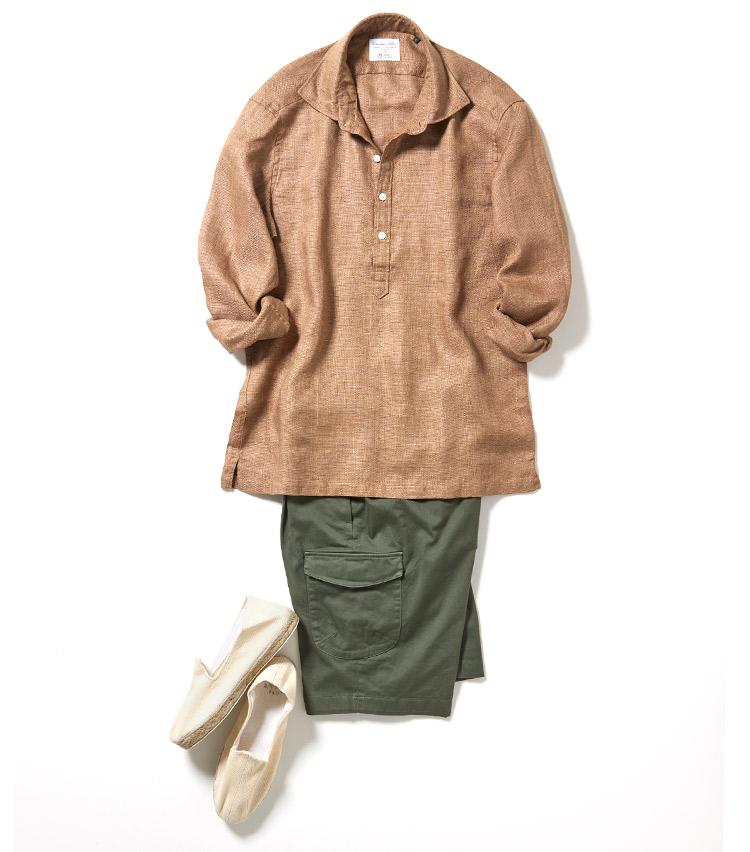 <p>ブラウン×グリーンでサファリっぽい印象に仕上げたコーディネート。アクティブな雰囲気を醸し出せるが、シャツに艶感がある分、大人の品のよさもキープできる。<br /> <small>ショーツ2万5000円/ジャブスアルキヴィオ、靴8000円/ラマヌアルアルパルガテラ</small></p>
