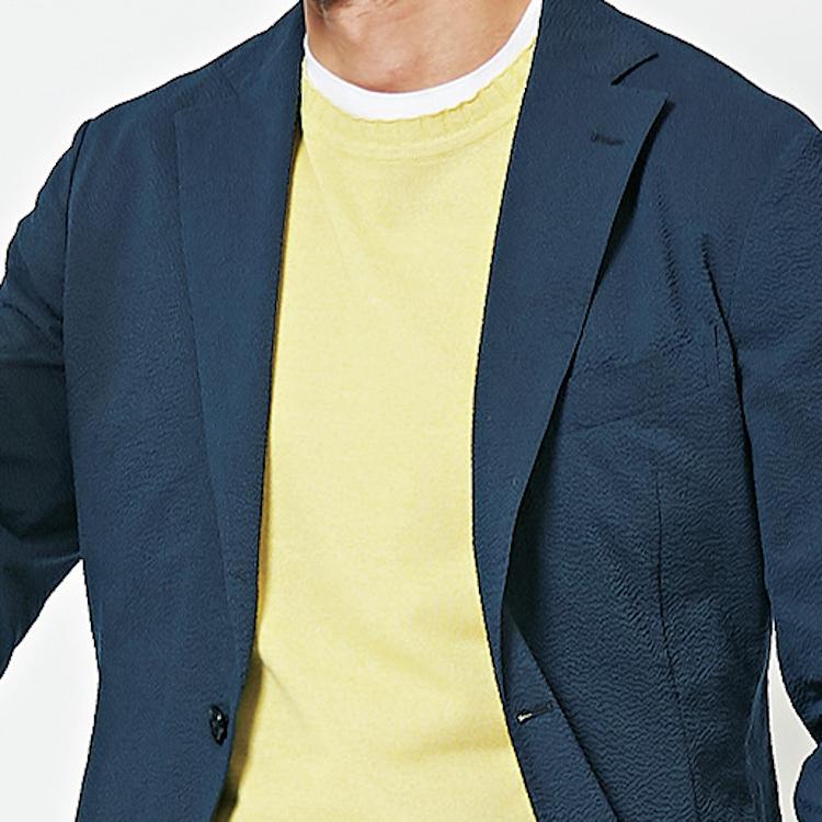 <p><strong>7位<br /> 「ジャケット×白T」マンネリ打破のコツは?【1分で出来る胸元お洒落】</strong><br /> 白いTシャツにテーラードジャケット。ついつい登板回数が増えがちな組み合わせだが、そればかりではやや面白みに欠ける。時には白Tの上にもう一枚、発色の良いサマーニットを重ねてみるというのも一興だろう。ビビッドな色が、グッと華やかな胸元を演出してくれるはずだ。<br /> <small>(2020年6,7月号掲載)</small></p>