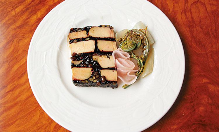 <p>鴨フォアグラのプレッセバルサミコとマデラ風味</p>