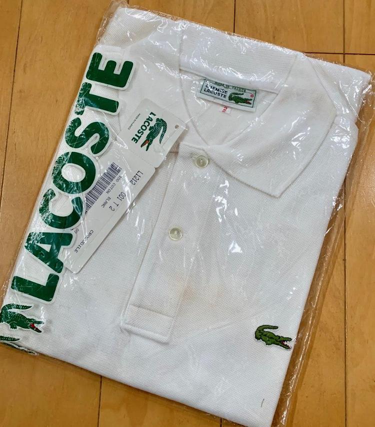 <p>白とネイビーは複数枚持っています。白は袋に入ったままの'80年代のものもあります。これは永久アーカイブとして保管していきます。</p>