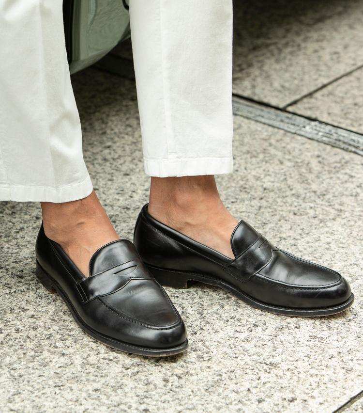 <p>英国の老舗シューメーカーである、ジョセフ チーニーの最定番モデルである「ハドソン」。ローファー専用のラスト5203を採用し、英国靴らしい程よい丸みとボリューム感と品格を両立。キメ細かいカーフレザーをアッパーに採用し、ドレッシーなスタイルとも相性抜群。</p>