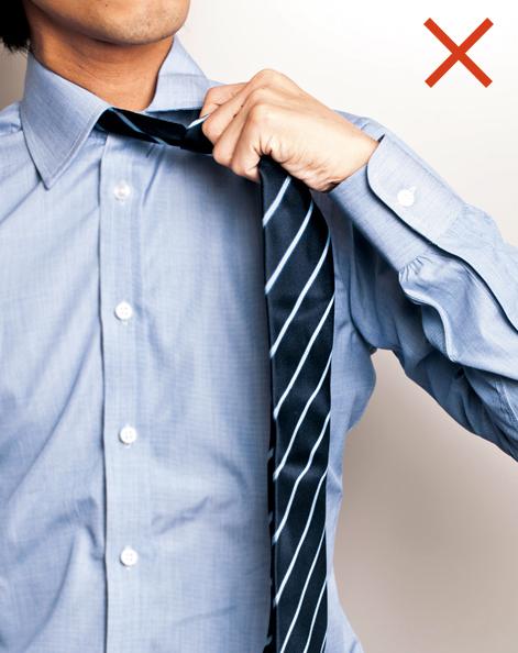 間違ったネクタイの外し方
