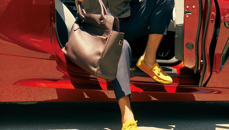 ドライブに最適な靴、カバンを見つけよう