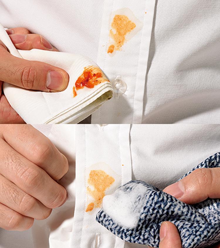固まり部分をすくい取り洗剤をシミに直接つける