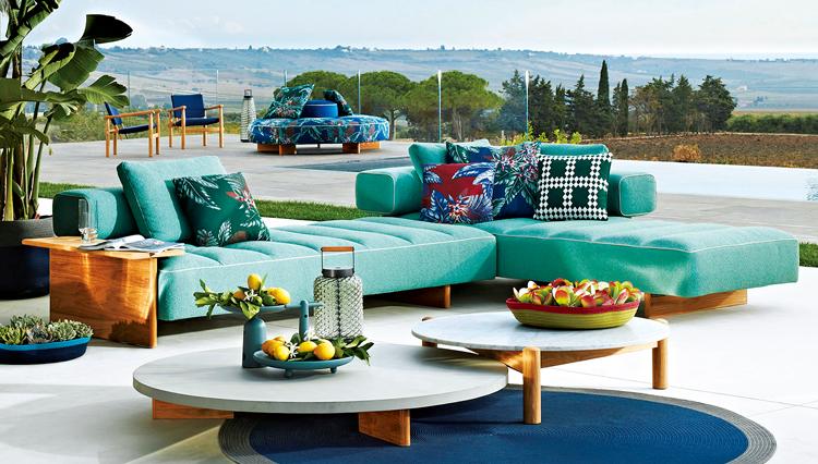 イタリア家具ブランド「カッシーナ」初のアウトドアソファは高級感がたまらない
