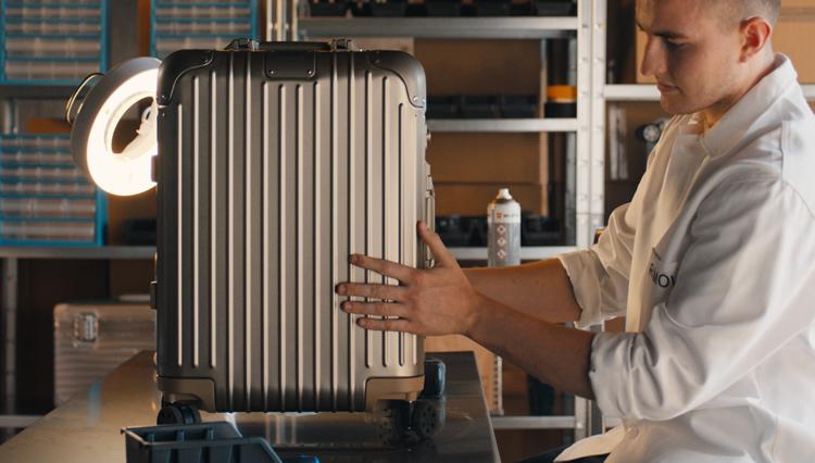 スーツケースブランドの名門「リモア」が始める新しいメンテナンスサービス【ひと言ニュース】