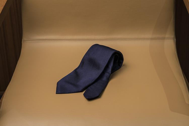 <p>【お気に入りのアイテム】7年ほど前にお客様からいただいたアンジェロ フスコのネクタイ。落合さんも愛用していたブランドで、その影響からずっと憧れていたそうだ。</p>