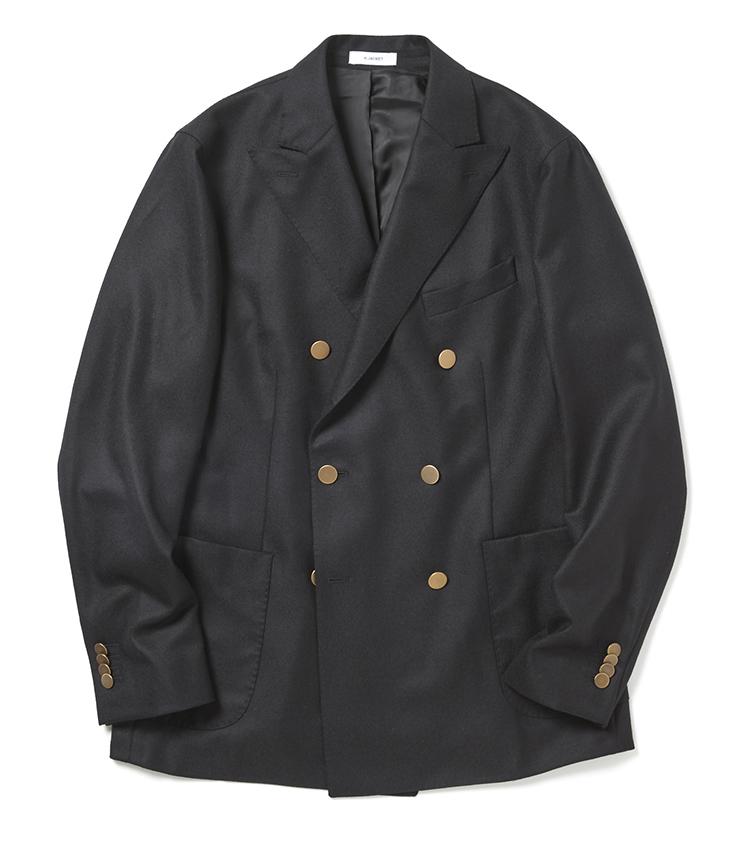 <p><strong>■ボリオリの金ボタンダブルジャケット</strong><br /> ホップサックを用いたケージャケットは、ブランドの根幹をなす名品中の名品。今に続くアンコンジャケットの流れを決定づけた名品「ドーヴァー」のスタイルを受け継ぐモデルとして、とにかく軽やかで美しく、色気がありつつも誠実さを漂わせる独特なムードが魅力だ。「非常に薄い生地で、シャツ感覚で着用できるこちらのジャケット。ベーシックにスラックスでタイドアップもいいですが、デニムでさらっとカジュアルに合わせていただきたいですね。ベーシックな金ボタン、しかもダブルブレストはミドルにこそ似合う一着です」。<br /> 12万円(エストネーション)</p>
