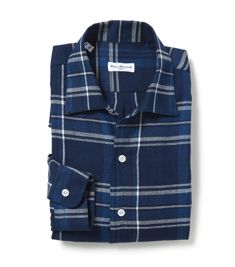 <p><strong>■エリコ フォルミコラ のオーバーシャツ</strong><br /> 落ち着きのある配色と細かなチェック柄が特徴のシャツは、カジュアルながらも上品なコーディネートが楽しめるデザインに。 ワイドに設定した襟は、カジュアルはもちろんだが、ジャケットスタイルにも相性が良く、幅広いコーディネートを愉しめる。「非常に柔らかでふんわりとした素材と、オーバーサイズのシルエット、ワンピースカラーでリラックス感漂う一枚」。<br /> 2万3000円(エストネーション)</p>
