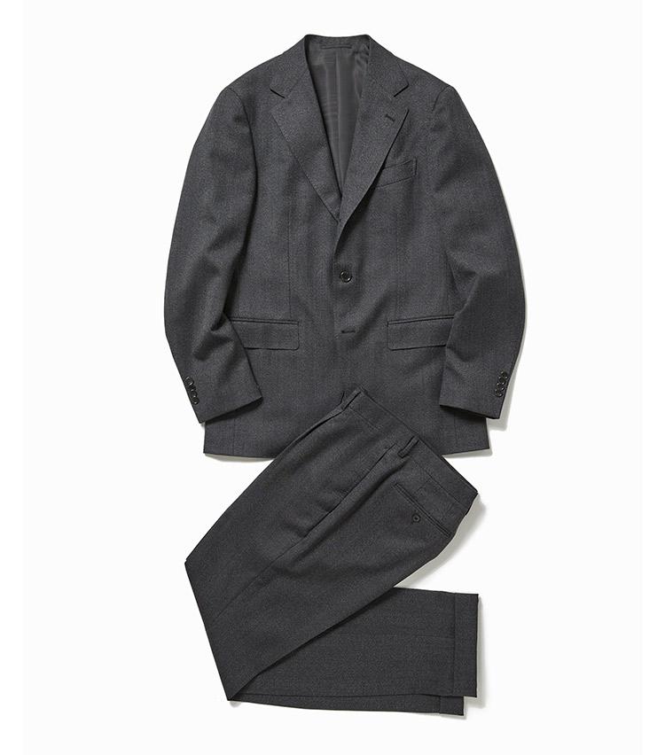 <p><strong>1.ビームスFのグレースーツ</strong><br /> ヘリンボーンのような細かい柄行きのスーツは今季の注目株。シンプルなコーディネートでも奥深い着こなしを作れる。こちらは白糸混じりの軽快なグレースーツが、秋口にぴったり。10万5000円(ビームス 六本木ヒルズ)</p>