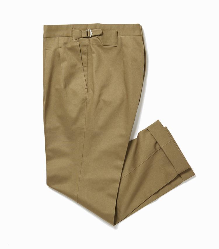 <p><strong>12.イガラシ トラウザーズの別注カーキパンツ</strong><br /> 11と同型だが、素材が異なるとグッとカジュアル。ハリのあるコットンなので通年着用可能だ。手持ちのジャケットやブルゾン、ニット、Tシャツに合わせるだけで、最旬コーディネートが即完成する。3万5000円(ビームス 六本木ヒルズ)</p>