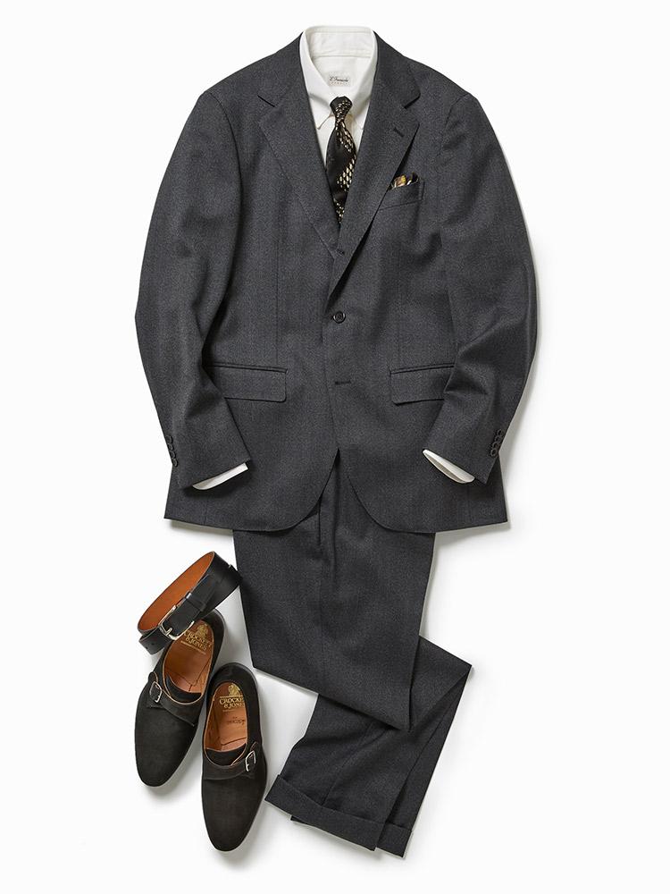 モノトーンでまとめる定番のスーツスタイル