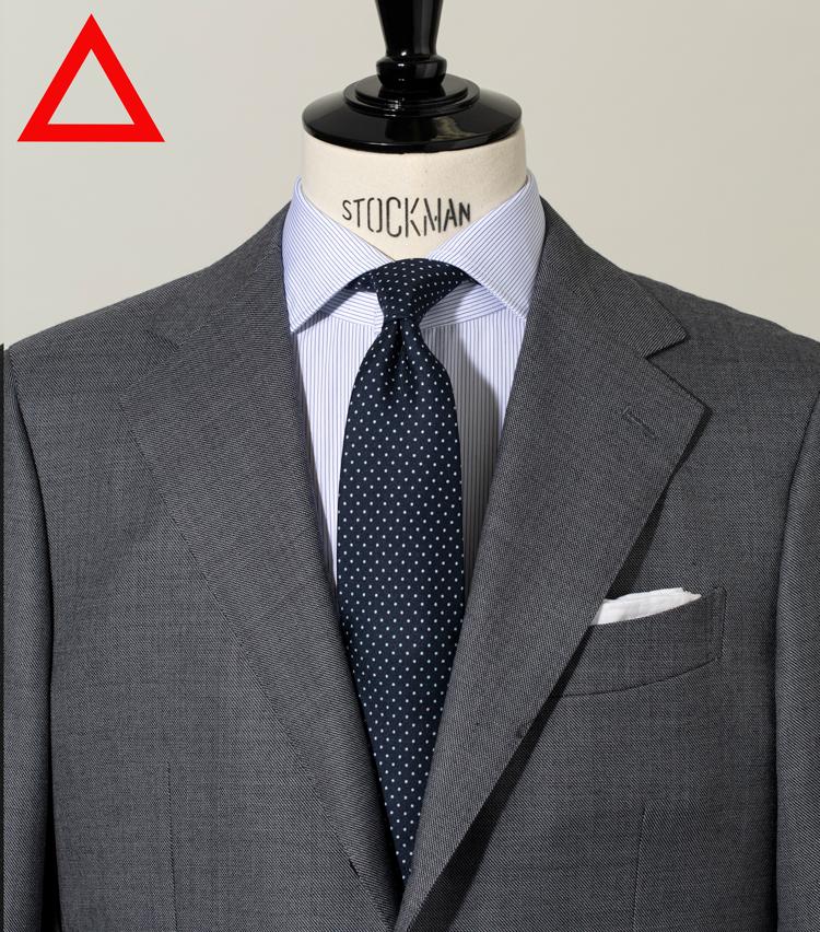 <p><strong>[細かいドット柄]<br /> せっかくの柄がくすんでみえる</strong><figcaption>スーツとシャツは左と同じ タイ1万9000円/ステファノ ビジ(バインド ピーアール)</figcaption>
