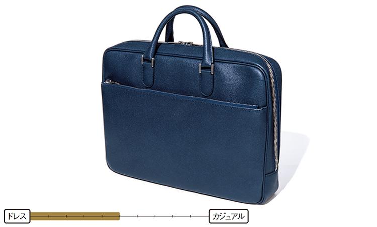 <p><strong>ブリーフケース</strong><br /> 仕事鞄のメインカテゴリーといえば、レザーブリーフケース。基本、スーツをメインにするが、写真のようなソフトレザータイプならジャケパンとの相性も◎。31万5000円/ヴァレクストラ(ヴァレクストラ・ジャパン)</p>