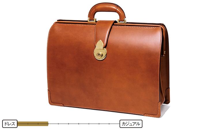 <p><strong>ダレスバッグ</strong><br /> そのクラシカルで重厚感あるデザインが正統派スーツにふさわしい品格を備えるダレスバッグ。開口部が大きくてシンプルな作りは、仕事鞄の王道と言える。20万円/大峽製鞄(大峽製鞄 The Okura Tokyo店)</p>