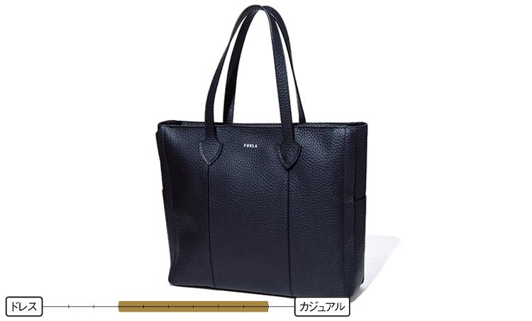 <p><strong>トートバッグ</strong><br /> カジュアル寄りの鞄だが、写真のようなレザータイプであればジャケパンスタイルとの相性は◎。最近はスーツスタイルの外しとして使うお洒落賢者も多い。7万円/フルラ(フルラ ジャパン)</p>