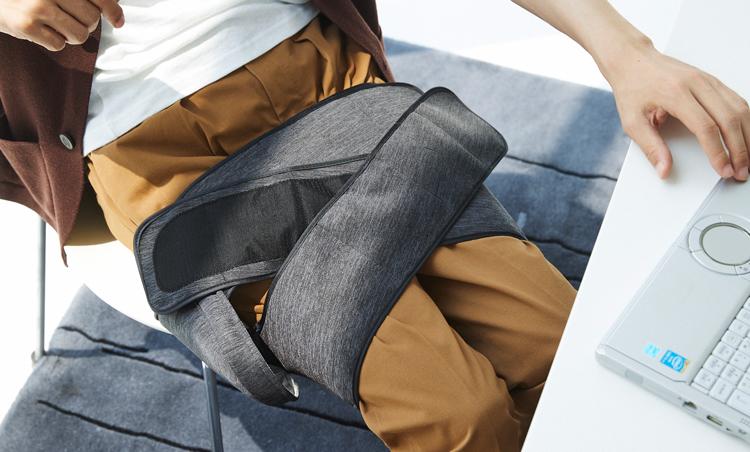 <p>太ももに巻きつければ、座りながらでも太もものマッサージも可能。太ももの後ろ側の筋肉ハムストリングまでもぎゅっとマッサージしてくれる。</p>
