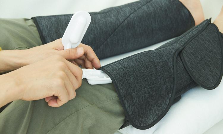 <p>付属のすね用パッドを使うと、疲れたすねの部分をグイッとほぐしてくれる。</p>
