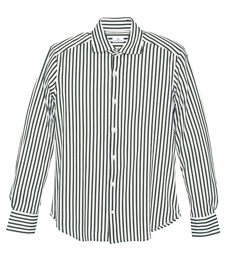 <p><strong>SONRISA/ソンリーサ</strong></p> <p><strong>仕事で着やすいドレッシーなストライプ柄</strong></p> <p>生地はイタリアの老舗「アルビニ社」のものを使用。イタリアの自社工場で縫製を行い、脇を巻き伏せ縫いし、サイドガセットを付けるなど丁寧な作りが特徴。「今年注目のイタリアのシャツブランドで、細部の作りがとても良い。見た目は普通のストライプ柄ドレスシャツですが、実は柄をプリントしたジャージー生地なのですごく伸びる。グリーンのストライプ柄というのも、ありそうでない色柄で洒落ています」(四方さん) 3万2000円 </p> <p> <a class=
