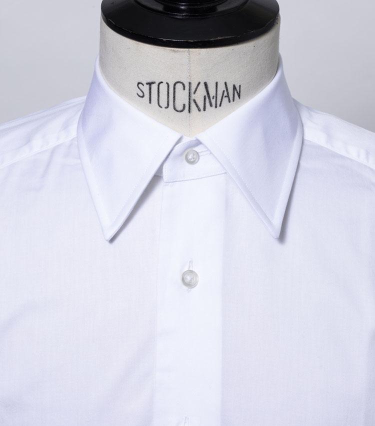 <p><strong>レギュラー</strong><br /> 正統なスーツスタイルに合う基本の襟型<br /> <small>シャツ1万4000円〈オーダー価格〉/麻布テーラー(Y&Mプレスルーム)</small></p>