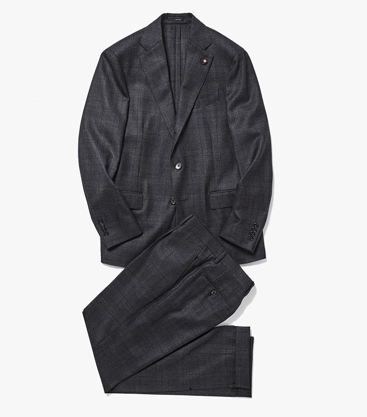 <p><strong>1.ラルディーニのチェックスーツ</strong><br /> イタリアのスーツファクトリーブランドの新作は、遠目無地に見えるグレーのシャドーチェック柄が控えめで上品。無地には出せない豊かな表情は、着る人の魅力を引き立ててくれる。15万2000円(ストラスブルゴ)</p>