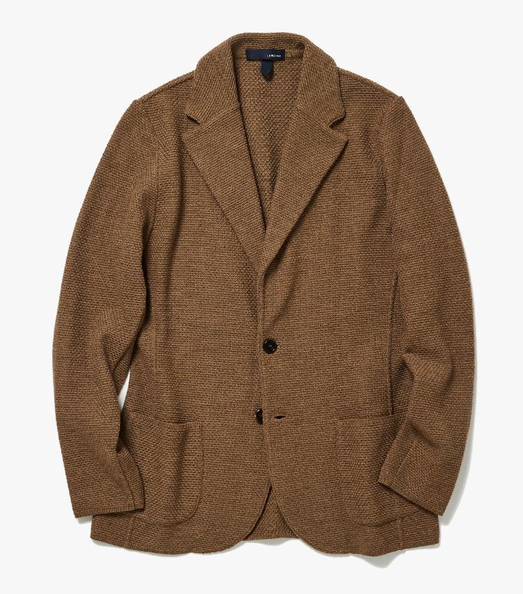 <p><strong>3.ラルディーニのニットジャケット</strong><br /> 厳選ウールを丁寧に編み立てたニットジャケットは、大人の余裕漂うアイテム。見た目はジャケット然としているが、羽織り心地はカーディガンのように心地いい。7万2000円(ストラスブルゴ)</p>