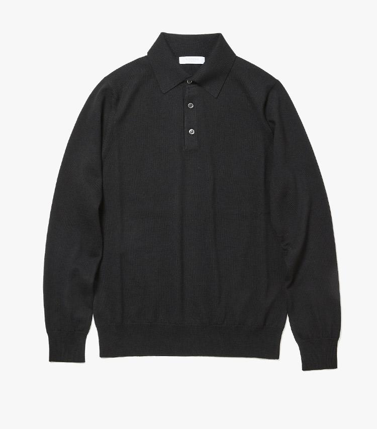 <p><strong>8.コスタンザのニットポロシャツ</strong><br /> 襟付きのニットポロは、ウォームビズに欠かせない大人ニットの新定番。こちらはウールの端正な編み地がビジネスシーンにも◎。今回は汎用性の高い黒をセレクトした。5万2000円(ストラスブルゴ) </p>