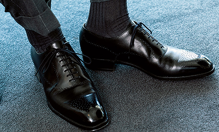 <p>靴はJ.M.ウエストン。Cのウィズのものをパリで購入。</p>
