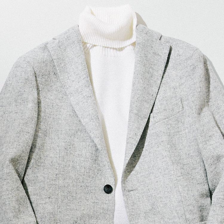 上品さが倍増する、グレー&ホワイトの装い【1分で出来る胸元お洒落】