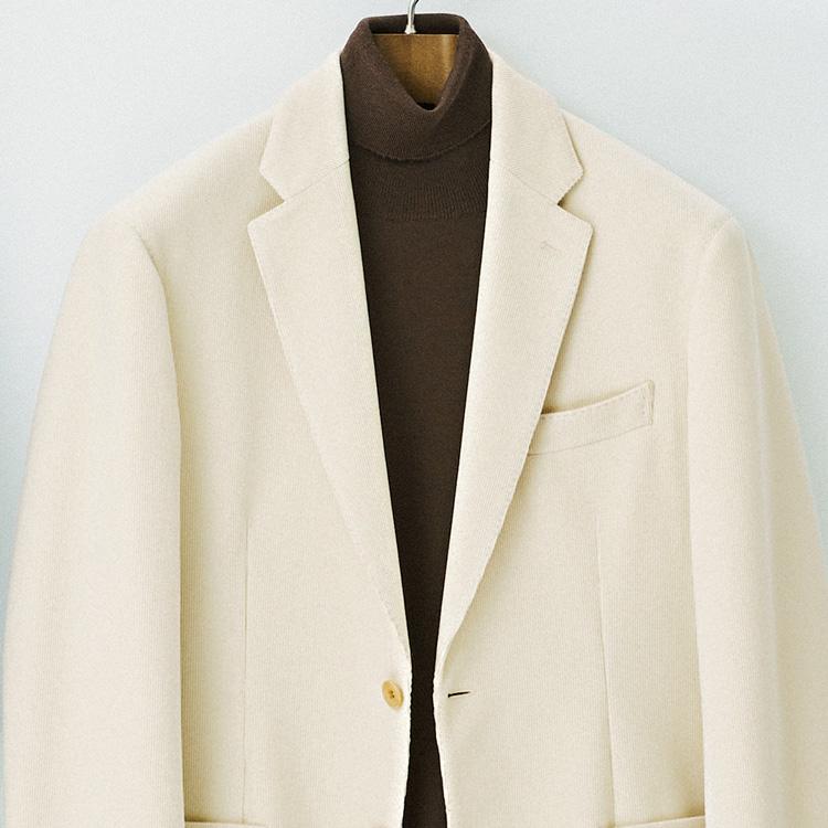 大人らしく上品な休日のホワイトジャケットのすすめ【1分で出来る胸元お洒落】