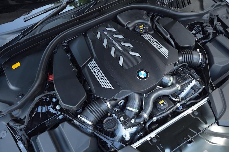 <p>4.4リッターV8ターボは最高出力530ps、最大トルク750Nmを発生。JC08モード燃費は9.7km/lとされる。</p>