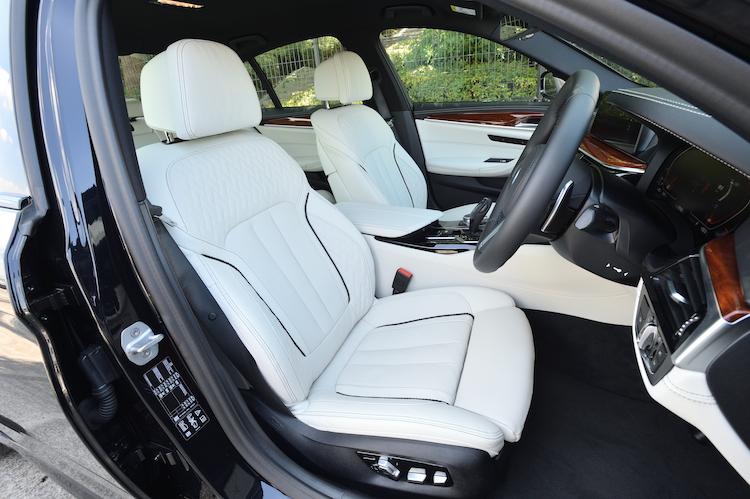 <p>テスト車両にはオーダーメイドのBMW Individualによる、スモーク・ホワイトのメリノレザー(61万3000円)が装着されていた。</p>