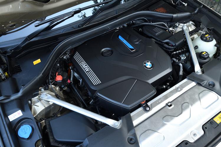 <p>最高出力184ps/最大トルク300Nmの2リッターターボエンジンに、109ps/265Nmのモーターを組み合わせる。</p>