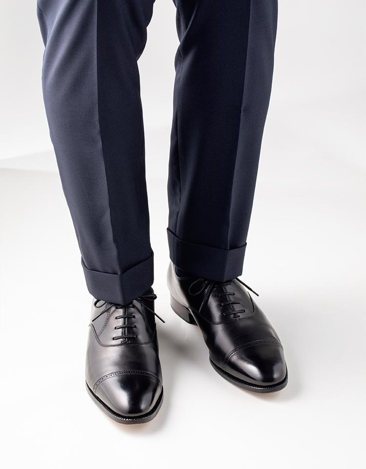 クォーターブローグで正統スーツスタイルでもほんのり軽快に