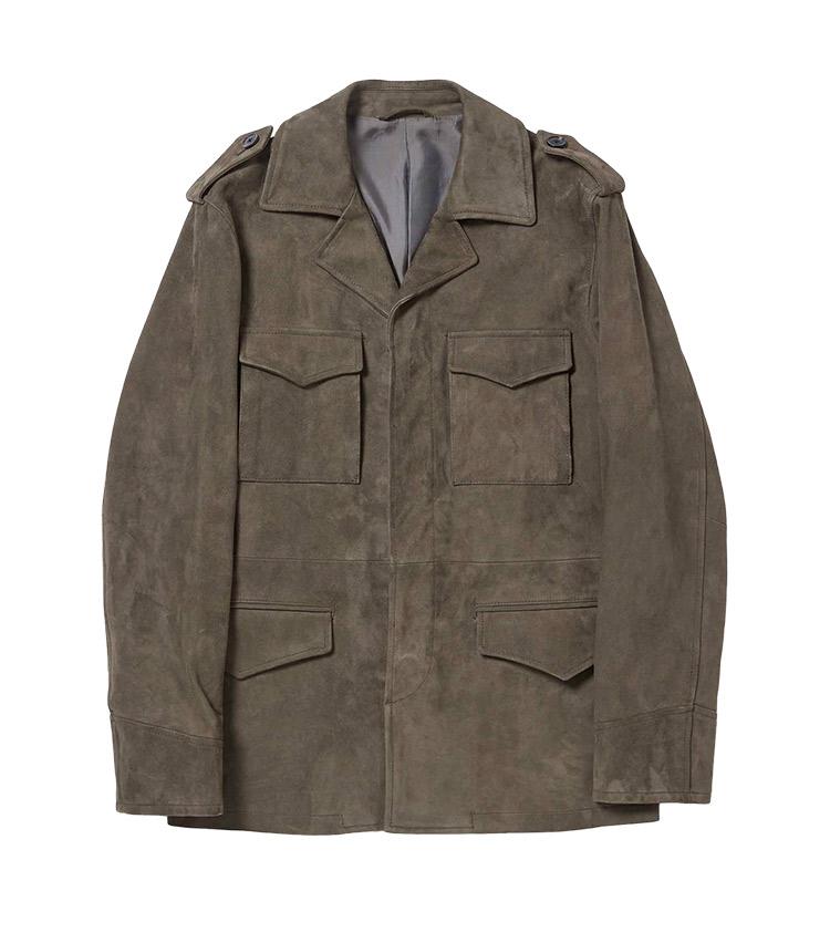 <p><strong>5.ゴートスエード ミリタリージャケット</strong><br /> ビロードのようなタッチの上質なゴート(山羊)スエードを使用したミリタリーデザインのジャケット。タフな雰囲気と大人のエレガンスのバランスがよく、大人の休日アウターに絶好だ。脱いだときにそんなに嵩張らないのも魅力。4万9000円</p> <p><a class=