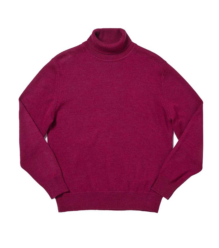 """<p><strong>6.ゼニア バルファ キャッシュウールニット</strong><br /> イタリアの名門紡績会社ゼニア バルファ社の""""キャッシュウール""""糸をハイゲージに編み立てたタートルニット。柔らかで優しい風合いはもちろん、発色の美しさや上品な光沢も極上のカシミアニットさながらだ。繊維長が長い羊毛を使用するため毛玉にもなりにくく、デイリーに上質なニットを纏いたい人にはこの上ない逸品だ。1万2000円</p> <p><a class="""