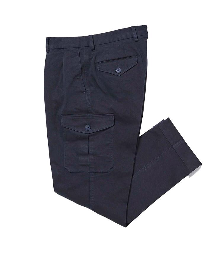 <p><strong>14.スパニッシュピマコットン 2プリーツ ワイドカーゴパンツ</strong><br /> 今季人気復活のカーゴパンツで、より大人っぽく穿ける1本が欲しいならこちらを。2プリーツで腰回りにゆとりをもたせつつ、膝下がすっきりテーパードした今どきの美脚シルエットに加え、製品洗いによる程よいユーズド感と柔らかいタッチが魅力だ。生地はスペイン産のピマコットンにポリウレンタンを混紡しており、ストレッチ性も満点。1万1800円</p> <p><a class=