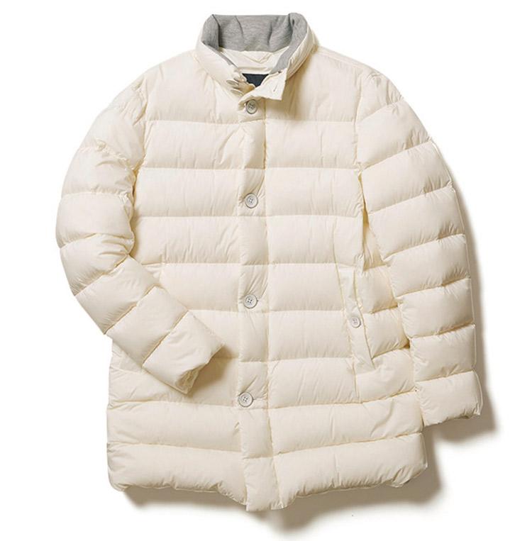 ヘルノのオフホワイトダウンジャケット