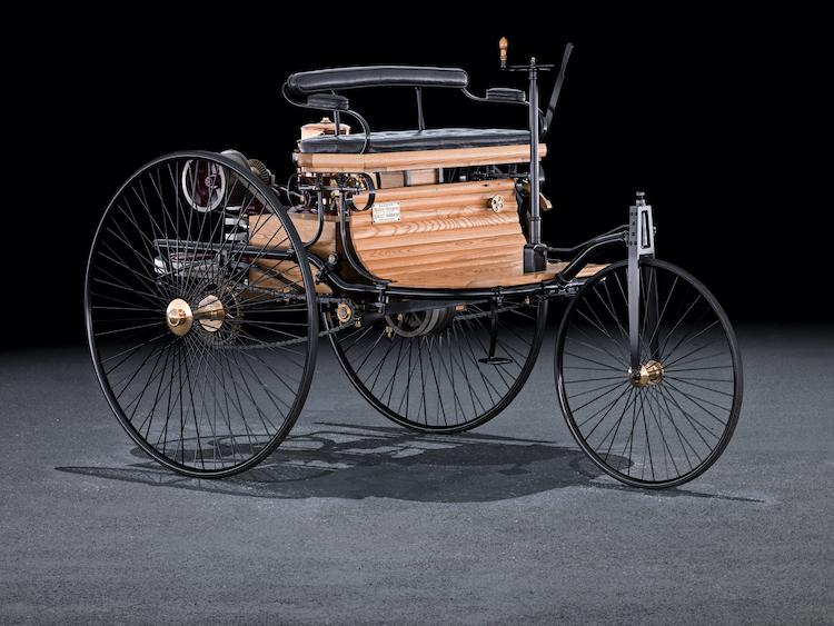 1886年に生まれた、史上初とも言われるガソリンエンジン車のベンツ・パテントモーターワーゲン