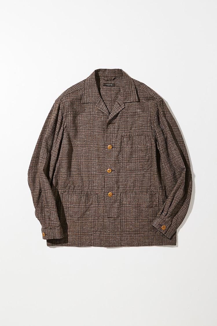 <p><strong>マッキントッシュ ロンドン</strong></p> <p>コットンにリネンを混紡したざっくりとしたドライなタッチが魅力の茶チェック開襟ブルゾン。繊細なステッチワークや、テーラードジャケットのようなスタイリッシュなシルエットにより、リラックスした中にも上品さや気品を演出。シャツ感覚でTシャツの上からさらりと羽織りたい。4万6000円(SANYO SHOKAI)</p>