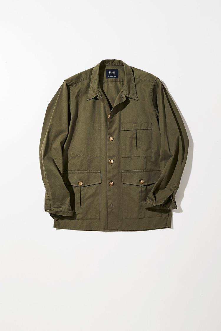 <p><strong>ドレイクス</strong></p> <p>英国、サマーセット製のリネンワークジャケットは、ミリタリー調の4ポケジャケットをベースに、自社のシャツ工場でつくりあげられたディテールにほんのりビンテージ感が漂う。清涼感のあるリネンを少し緩めのサイズ感に仕上げたシルエットは、春先に心地よく羽織れる。カーキグリーンの色合いもリラックスした雰囲気を感じさせてくれる。4万1000円(ドレイクス 銀座店)</p>