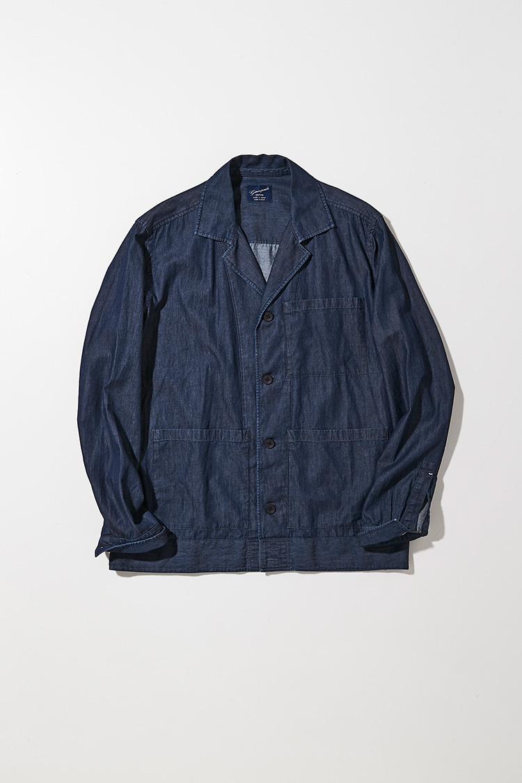 <p><strong>ジャンパオロ</strong></p> <p>薄手のデニム地を使った3ポケットのカバーオールは、 イタリア産デニム生地の採用から始まり裁断・縫製、 仕上げに至るまですべての製造工程をイタリア国内で行う。アームや身頃も程よくタイトで、いわゆるワークウェア由来のアメカジ的な野暮ったさは皆無。Tシャツの上からさらりと、袖をまくって軽快に着こなしたい。3万5000円(カヴァレリア)</p>