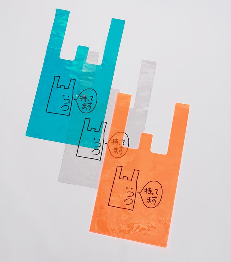 <p>ビニール製エコバッグ4800円。幅32×高さ38cm</p>