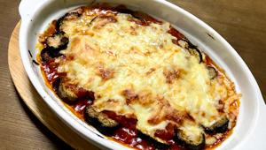 簡単&美味しく食卓映え!「ナスのトマトソースグラタン」